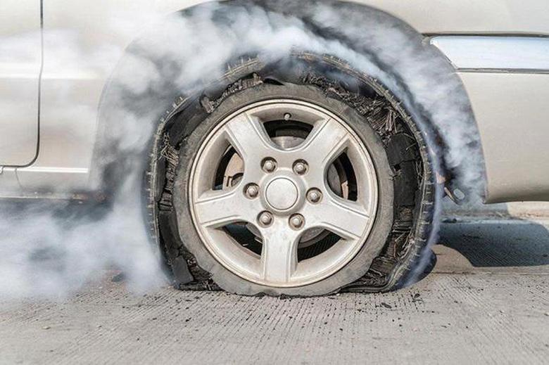 Hình ảnh khi lốp bị nổ